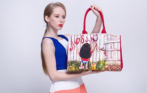 玫瑰有约女包加盟店告诉你包包搭配服装的四法则